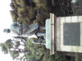 意外と場所がわかりにくい西郷さんは、上野公園下の階段上が って左
