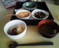 今日のお昼はオーガニックレストラン。マリネ的味付けひじき、オクラ