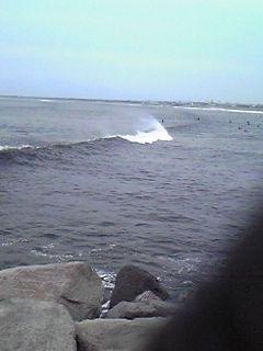 片瀬西浜にもうねり