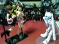 ド「同じ顔ね。さては、コピーロボット!」