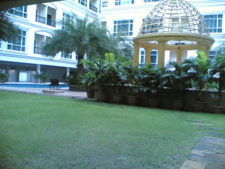 ホテル綺麗ぬ プールに飛び込みたい