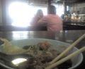 タイ料理はやっぱり地元の食堂がいちばんおいしい。大好物は煮込み肉