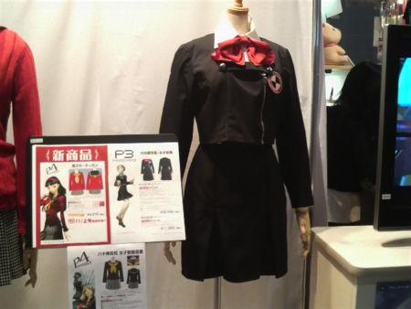 コスパにあったペルソナ3の制服。ラインが思ったより綺麗なんと、触