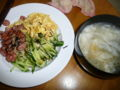 昼飯は冷やし中華と餃子スープ