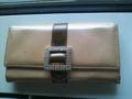 これは今まで使ってた財布。ASH&DIAMONDSで、色からラインストーンのバッ