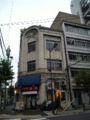 浅草橋の古いビル。中華料理屋とジャズスクールが共存するカオス。