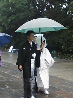 雨の相合傘 相合傘なう。これから披露宴らしい