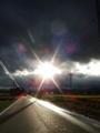 たんぼ道に台風一過の太陽がでてきた。
