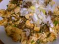 麻婆豆腐を作って食べた。材料は、豆腐、豚挽肉、長葱、ニンニク、生