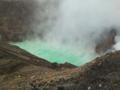 めずらしく阿蘇山火口がはっきりと見えました。きれいなエメラルドグ