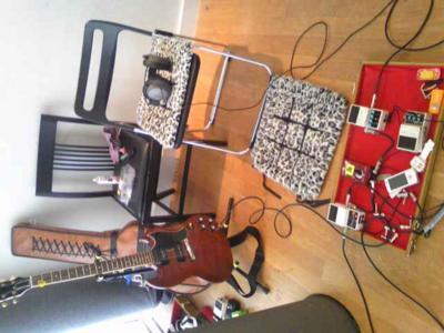 ギターとエフェクタ。ギブソンSGヒストリック。PUはP90。