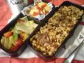 天気が良いから弁当を作った。今から近くの公園へ行って食うよ!一人