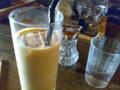 ここの ミルクティーはちょい苦味のあるルールコンドウって茶葉で癖