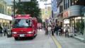 西放射通のラーメン店でボヤ騒ぎ。普段、車の入らない通りに消防車が