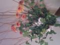 [今週の花]雲龍柳、スプレー菊、アロストロメリア。1日寝倒して外出が23時前とゆ