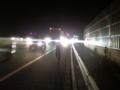 ユースケ、高速道路で全力疾走の図。