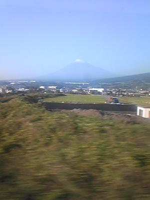 大阪から帰る新幹線で、車掌さんが「快晴で富士山が綺麗なのでしばら