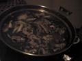 黒美鍋が出来上がるとこうなる(笑)。胡麻がマイウ。