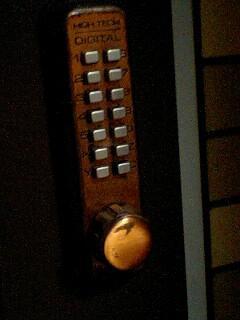 家の鍵がサイヒルっぽくてカッコイイ。マンションもサイヒルの表世界