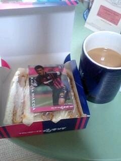 朝ご飯なう。カードは和哉さま(byモリシ)でした。喝サンドのお共はル