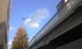 幹線道路で見上げた空は蒼かったよ