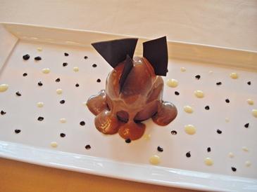 銀座のシェ・トモは、内装も料理もすべてが素敵でした。デザートも可