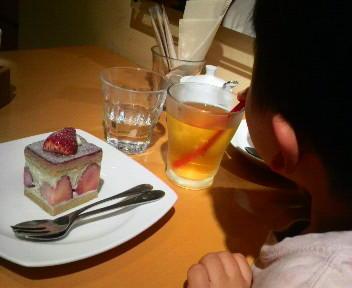 チャヤマクロビオティックでお茶。アトピーの息子にも安心してケーキ