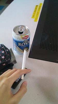 昼休みだが、冬の喫煙所は暖房ないし辛い…暖かいところでタバコ吸い