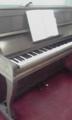 こんなオンボロピアノ使って練習中。  カワイのピアノらぶ