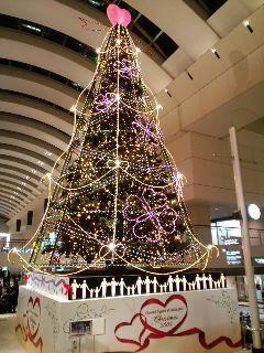 シーグラフ初日終了ー。れっつ帰宅です。横浜でツリー発見。クリスマ