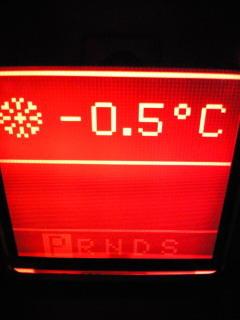 立川なぅ。車の外気温度計が-0.5度をしめしてます!超サムイ…。