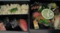 機内食(?)赤坂『紙音』のお弁当〃 横2‐2‐2の座席に1人ずつだっ