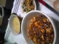 今日の夕飯は麻婆丼、中華スープ、もやしのナムル。全くクリスマスと