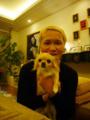 IKKOさんと愛犬のユウ君。IKKOさんのあまりに素敵なご自宅にて。IKKOさん