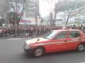 新宿アルタ前、有馬人混み。駅側広場が端から端ミッチリ。