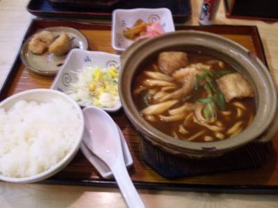 岐阜で昼食べた味噌煮込み定食。