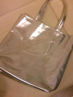 最近のコングッズとしては良心的なKinKiのショッピングバッグ(1500円)