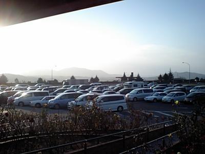 やべ この時間で既に 駐車場埋まりつつあるw