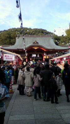 生田神社なう。人多いけどスムーズ
