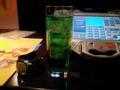 かき氷のメロンシロップのようなメロンジュース。飲み干したら歌おう