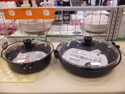 今夜はすき焼き。どっちの大きさの鍋を買うべきか悩む(^- ^;
