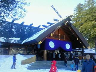 初詣。 仕事帰りに北海道神宮へ来ています。