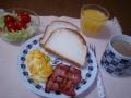 コンチネンタル… breakfastって時間じゃない。お米のパンです。