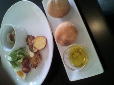 ランチ美味しい! 焼きたて〓をオリーブオイルに浸けて食べるランチ