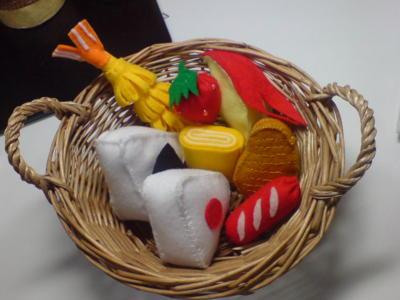 フェルトで食べ物(おにぎりや果物や野菜)を作るのがツボ