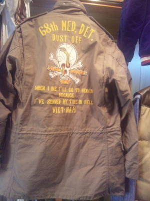 バズリクソンズからM-65ジャケットつづきの背中のご紹介です。迫力の