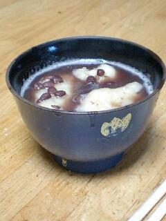 息子らにぜんざい食べたいとか言われたんで井村屋の缶詰めで作った。