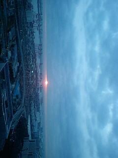 おはようございます。雲のすきまから朝日なう。