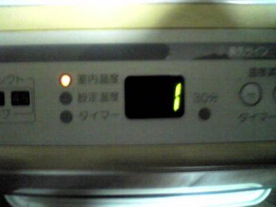 ただいま…ちょうさぶい{{(>_<;)}} PC部屋のヒーター。室内温度表示が