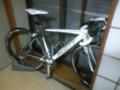家に帰ると部屋の中にSCOTTロードバイクが…。息子が新しい自転